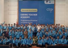 Meningkatkan Keterampilan Guru TIK Melalui Coding Teacher Academy