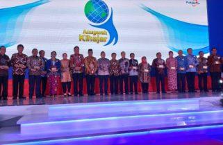 16 Kepala Daerah Menerima Anugerah Kihajar 2018